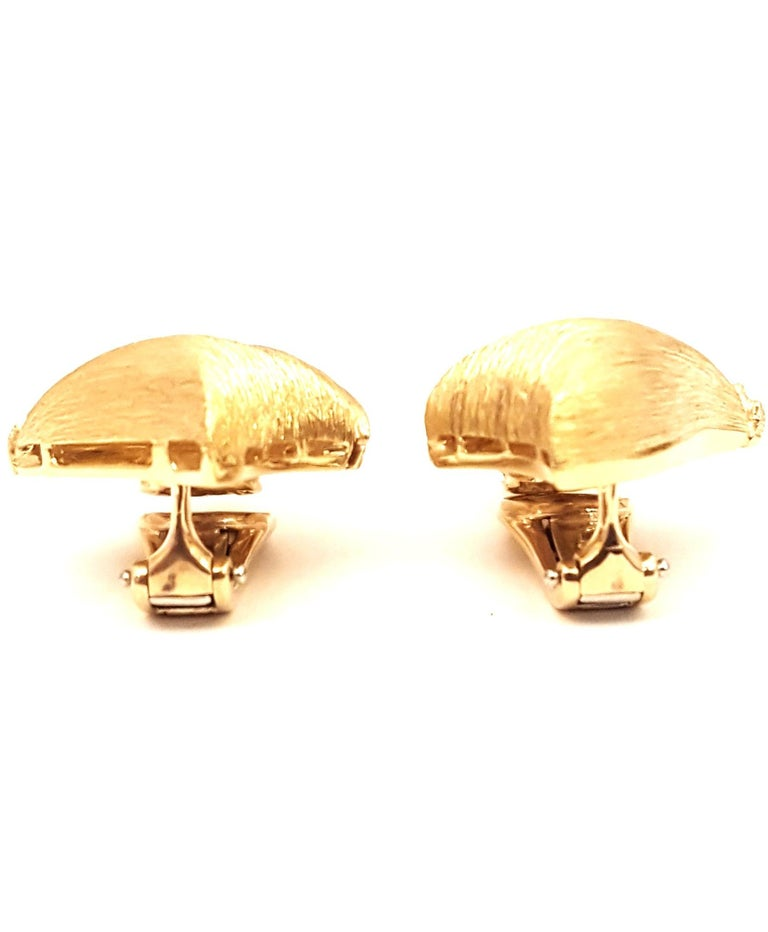Contemporary 1980s Henry Dunay Ribbed Florentined Clip-On Earrings For Sale