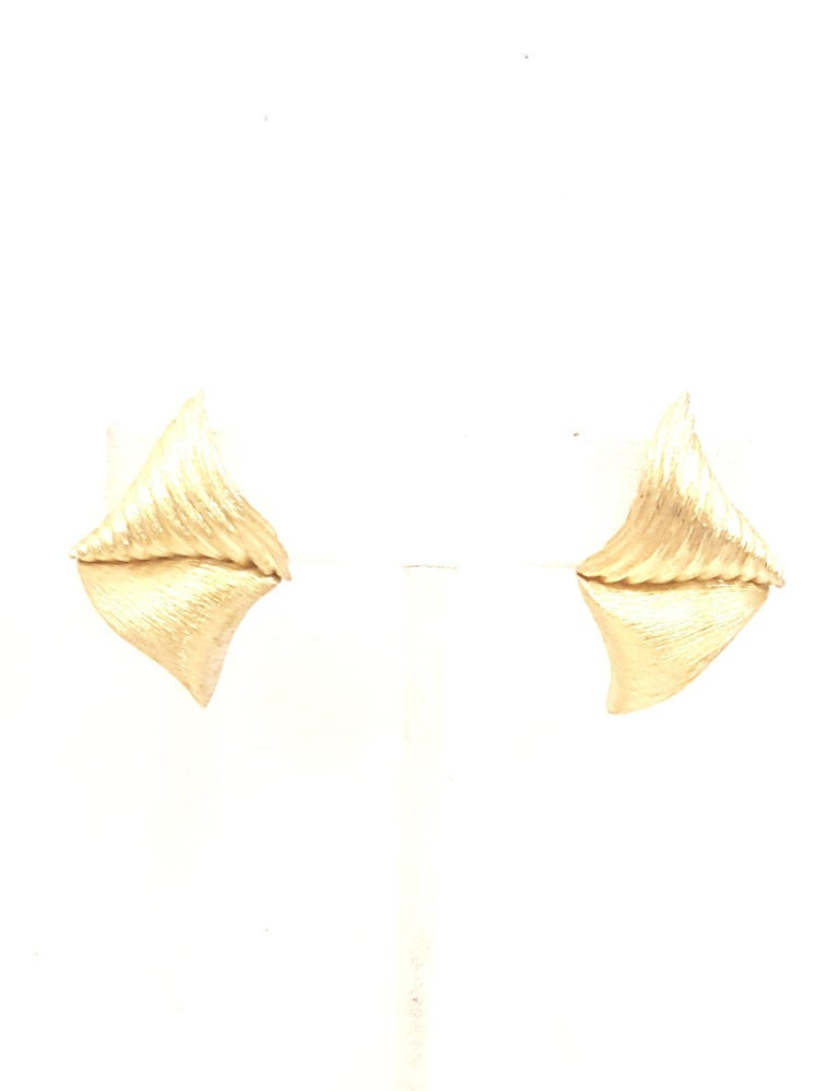 1980s Henry Dunay Ribbed Florentined Clip-On Earrings For Sale 1