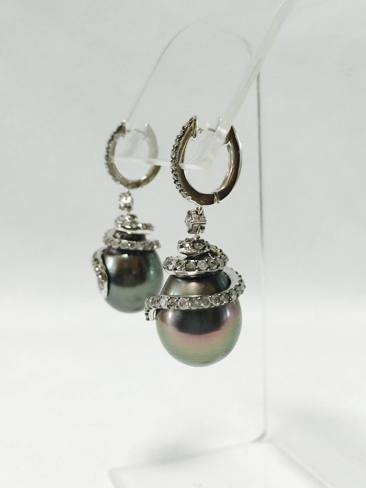 18 Karat Tahitian Pearl and Diamond Earrings In Excellent Condition For Sale In Palm Beach, FL