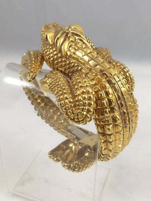 Gold Alligator Bangle Bracelet In Excellent Condition For Sale In Palm Beach, FL