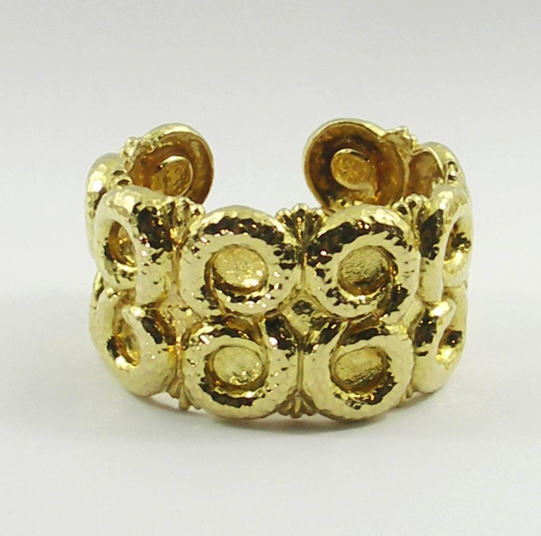 David Webb Yellow Gold Hammered Nautilus Cuff Bracelet In Excellent Condition For Sale In Blue Ridge, GA