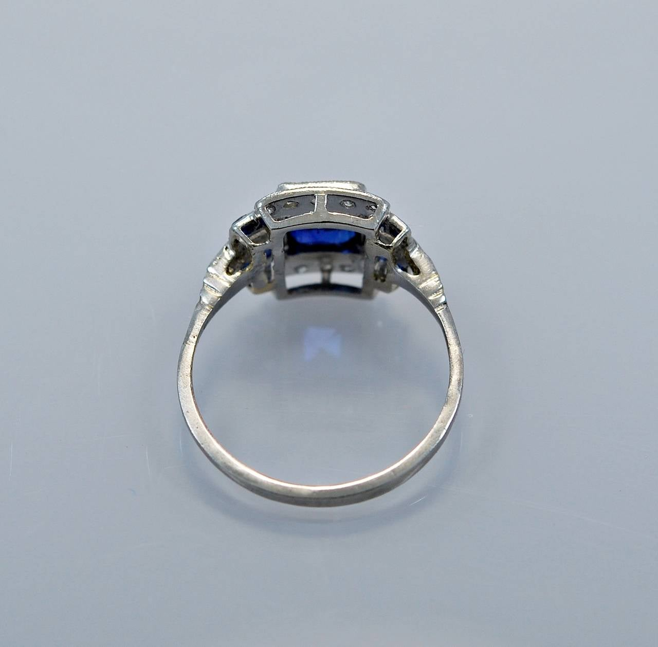 Art Deco Elegant 1.10 Carat Natural Sapphire Diamond Engagement Ring In Excellent Condition For Sale In Tampa, FL
