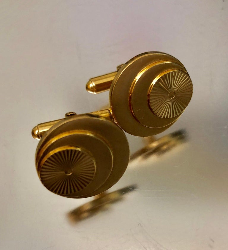 Vintage Gold Multi Layered Round Cufflinks For Sale 3