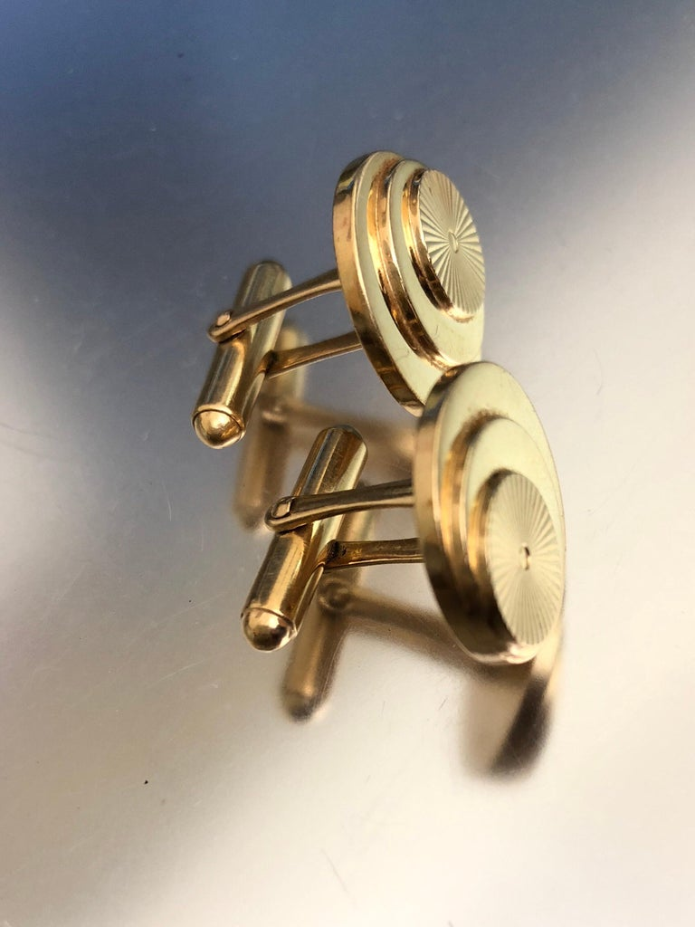 Vintage Gold Multi Layered Round Cufflinks For Sale 4