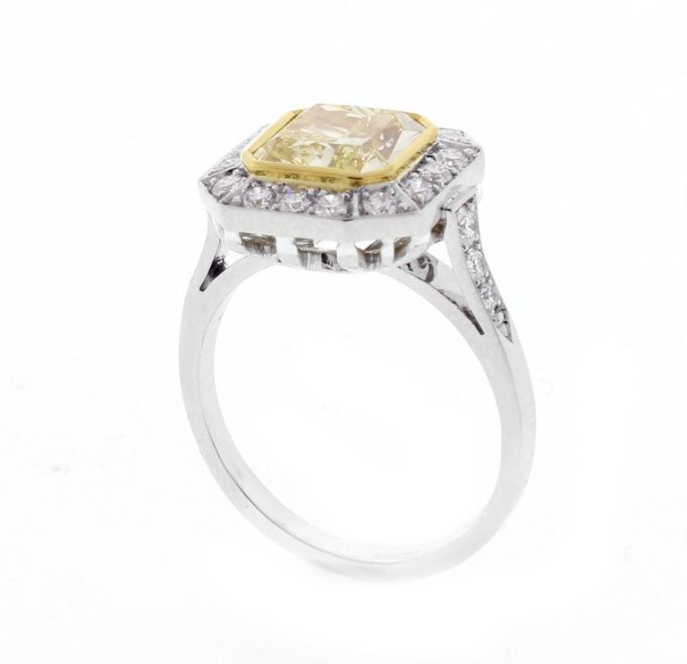 Canary Yellow Diamond Ring For Sale at 1stdibs