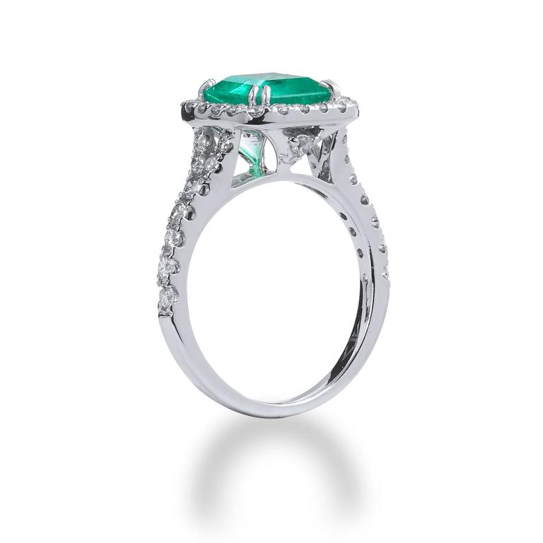 1.92 Carat Colombian Emerald Diamond Gold Cocktail Ring  4