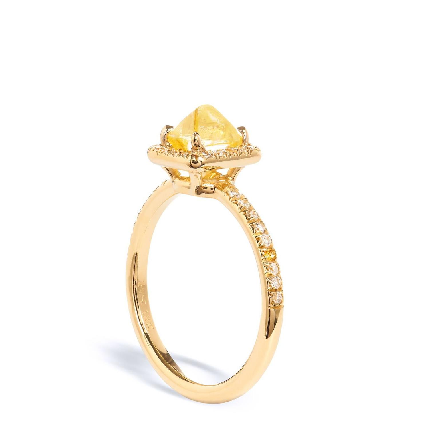 18kt Yellow Gold and Yellow Diamond Ring For Sale at 1stdibs