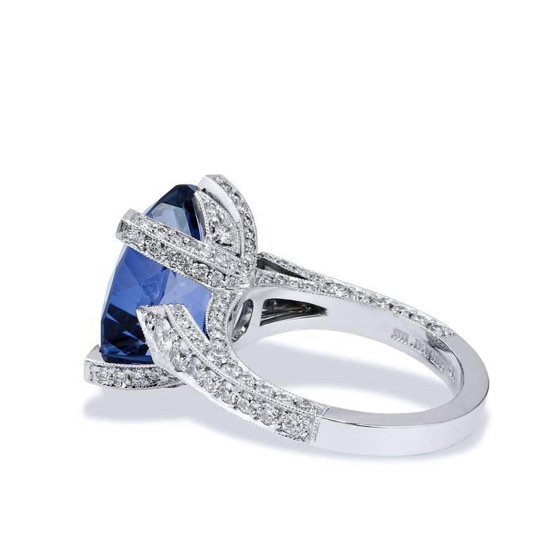 Handmade 7.89 Carat Iolite and Diamond 18 Karat White Gold Ring In New Condition For Sale In Miami, FL