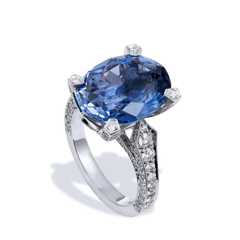 Oval Cut Handmade 7.89 Carat Iolite and Diamond 18 Karat White Gold Ring For Sale