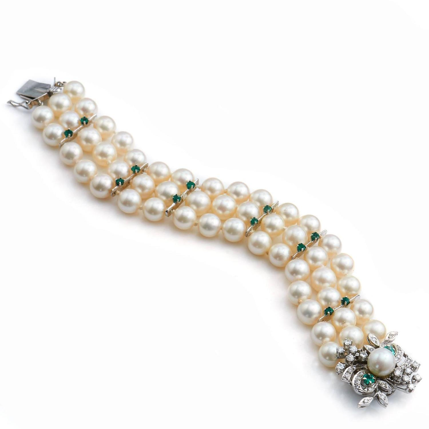 Akoya Pearl Bracelet With Emerald And Diamond Clasp For