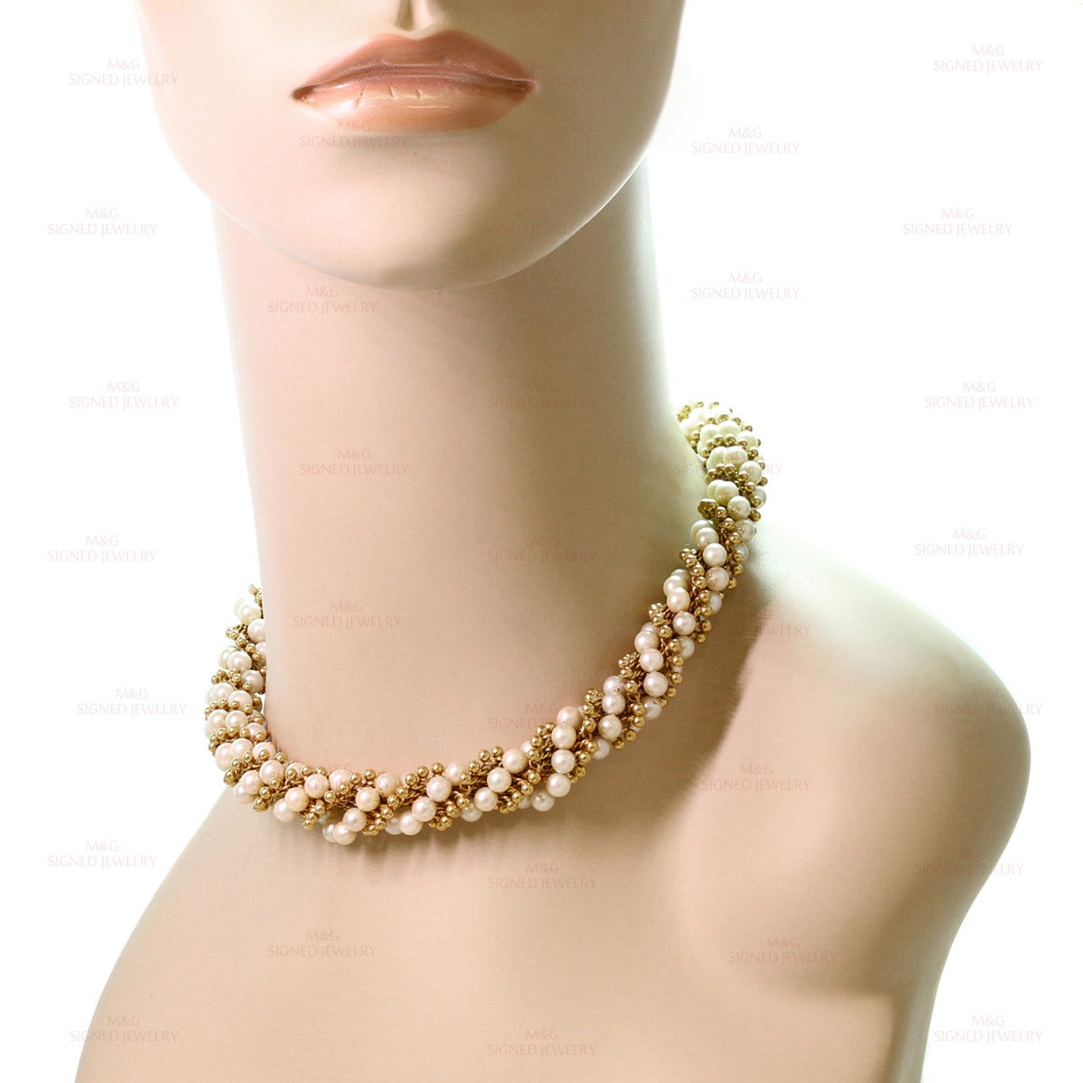 1960s VAN CLEEF & ARPELS Twist Cultured Pearl Yellow Gold Necklace In Good Condition For Sale In New York, NY
