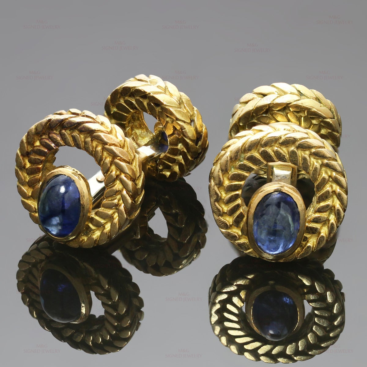 Van Cleef & Arpels Cabochon Sapphire Gold Cufflinks Great Father's Day Gift In Good Condition For Sale In New York, NY
