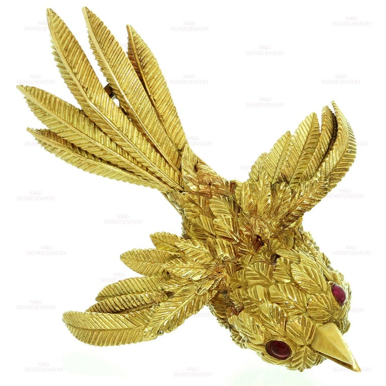Van Cleef & Arpels Bird of Paradise Ruby Yellow Gold 1950s Brooch In Good Condition For Sale In New York, NY