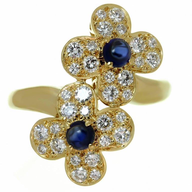 Van Cleef & Arpels Trefle Diamond Sapphire Yellow Gold Double Flower Ring In Excellent Condition For Sale In New York, NY