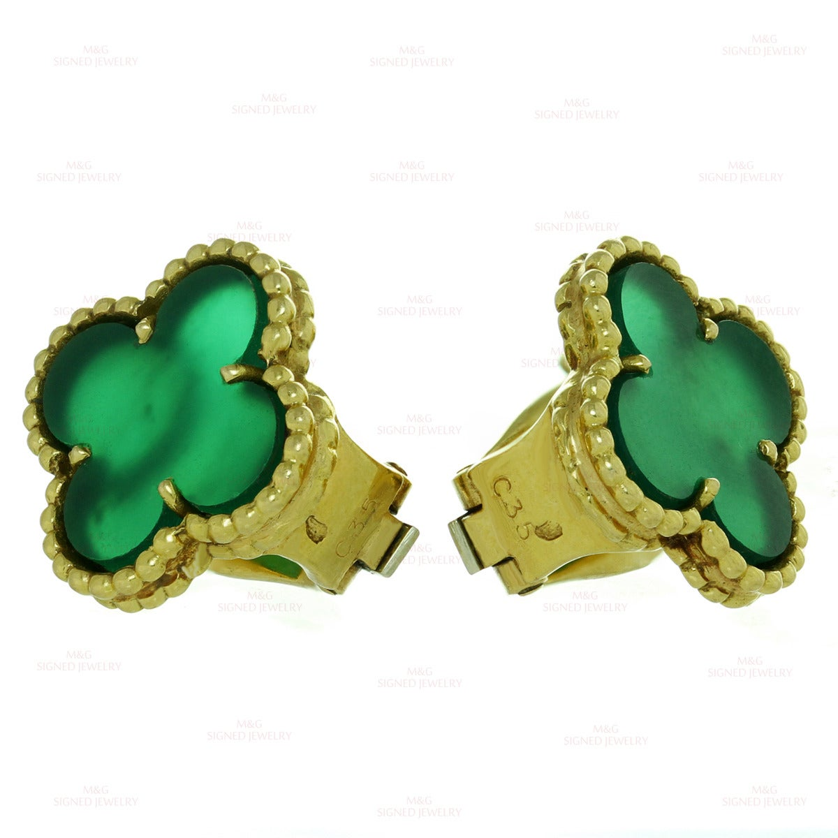 1970s Van Cleef Arpels Alhambra Green Chalcedony Gold Earrings In Good Condition For