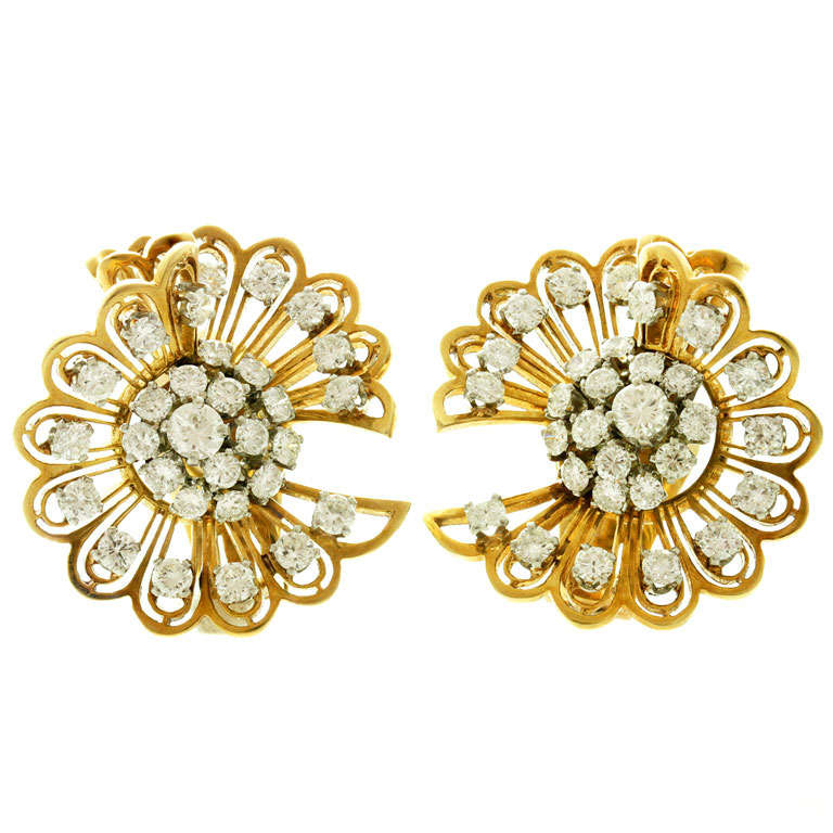 VAN CLEEF & ARPELS Rare 1940s Gold Diamond Clip-on Earrings Brooches