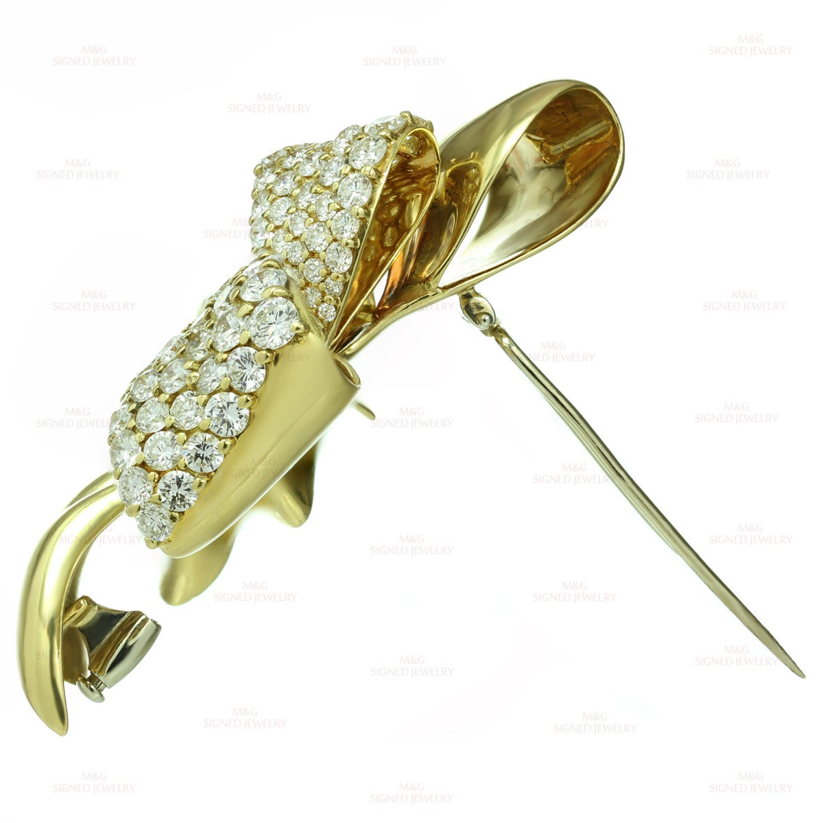 Chaumet Diamond Yellow Gold Bow Brooch Pin In Excellent Condition For Sale In New York, NY
