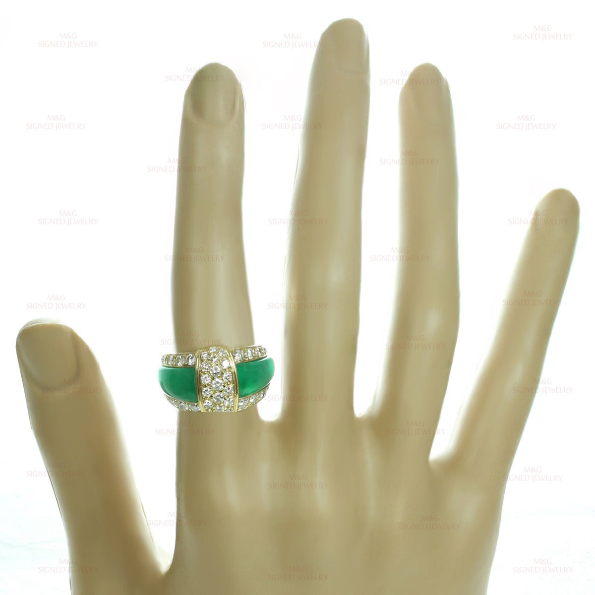 Van Cleef & Arpels Green Chrysoprase Diamond Yellow Gold Ring For Sale 1