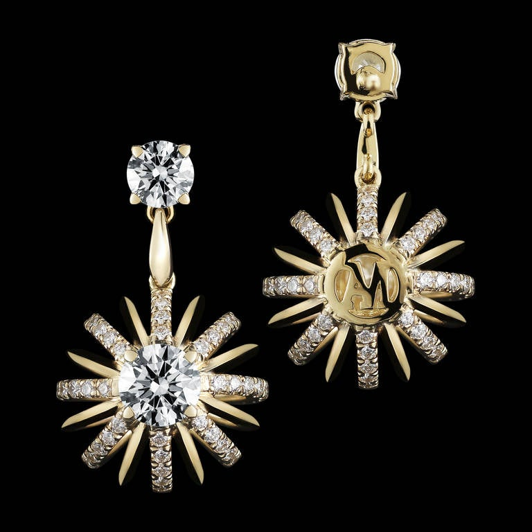 Contemporary 18 Karat Gold Dangle Diamond Snowflake Earrings For Sale