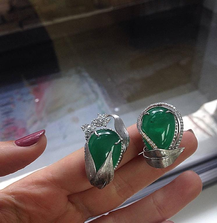 Alexandra Mor Emerald Diamond Flower Earrings In New Condition For Sale In New York, NY