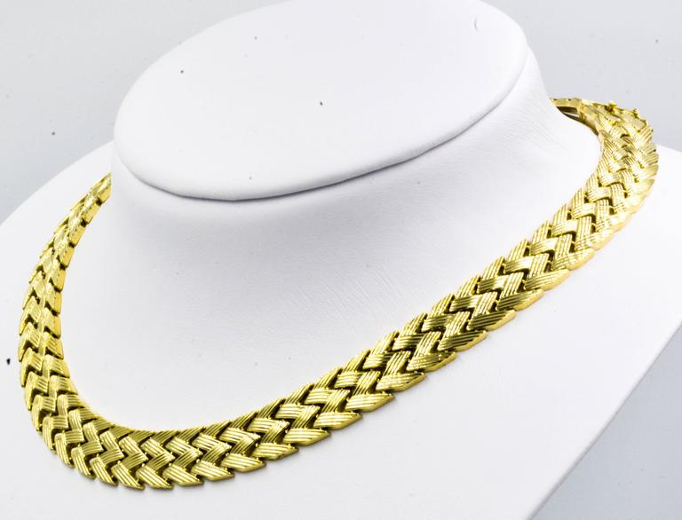 Bold Yellow Gold Zig-Zag Pattern Necklace 3