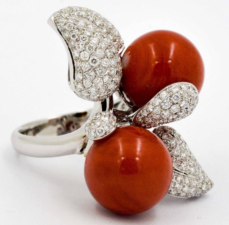DeSimone Torro Del Coral Diamond White Gold Ring   In New Condition For Sale In Dallas, TX