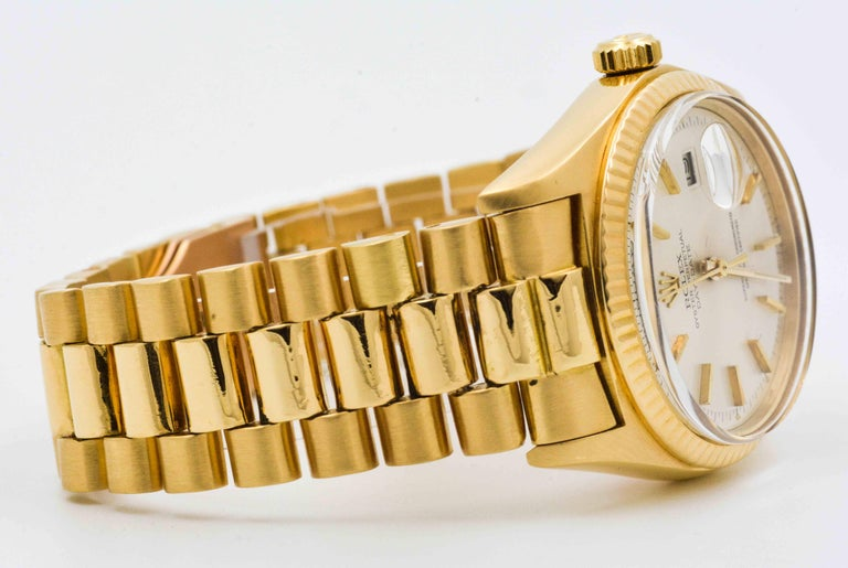 Continuing to be the watch par excellence of influential people, this 18kt yellow gold Rolex Day Date will certainly set you apart. Stylish, functional and versatile, this 18kt yellow gold watch is 36 mm with sterling silver stick dial, yellow gold