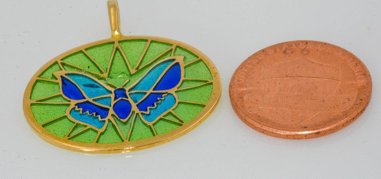 Plique a Jour Butterfly Enameled Glass 18 Karat Gold Pendant In New Condition For Sale In Dallas, TX