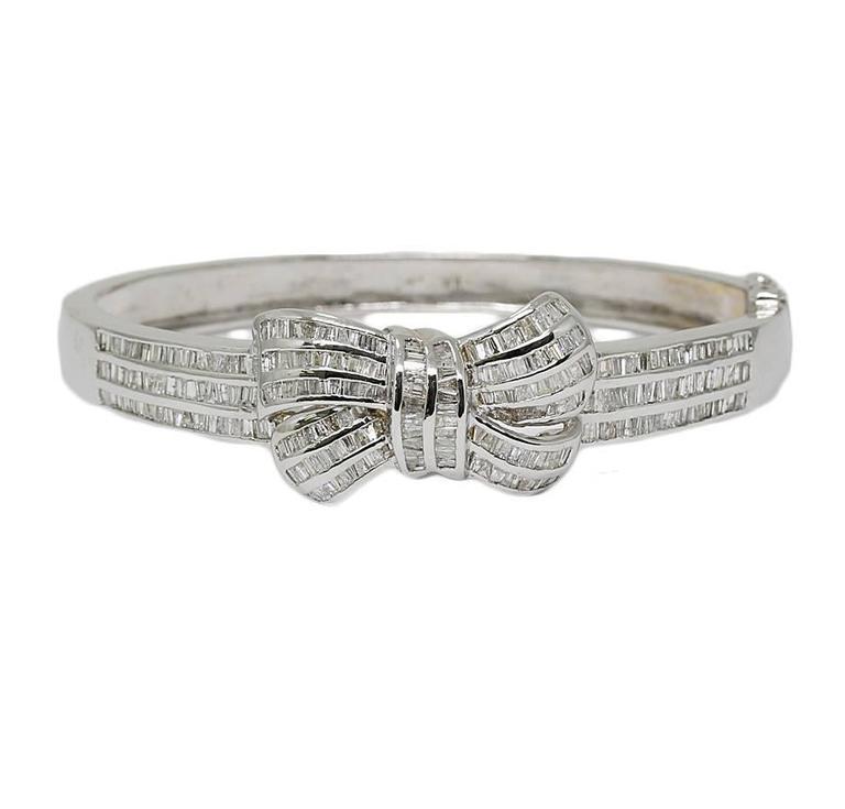 Diamonds White Gold Bangle Bracelet with a Bow