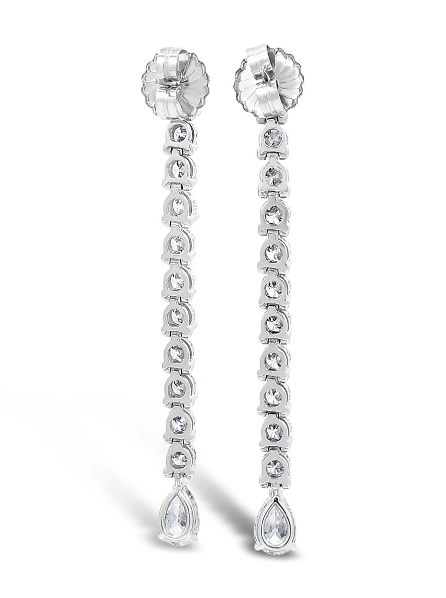 Diamond Gold Dangle Earrings In As new Condition For Sale In Naples, FL