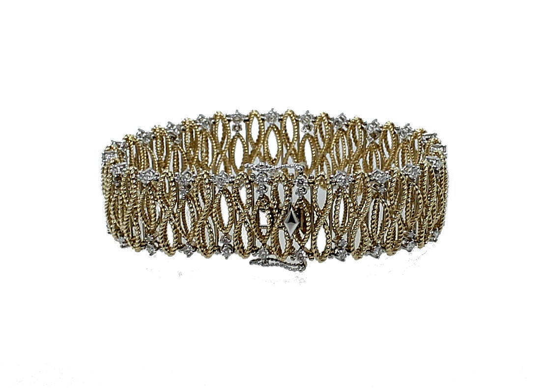 Roberto Coin yellow gold  Barocco Bracelet in beautiful condition. This bracelet has a double clasp for comfort and safety. It features a total of 69 round brilliant diamonds with at total weight of 2.20 carats and the Roberto Coin Signature with
