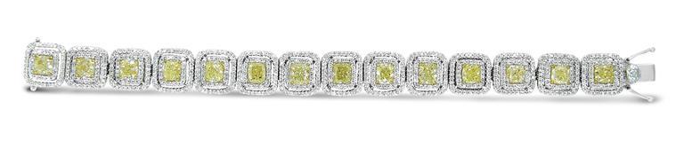 Modern 18.10ctw Diamond and Fancy Yellow Diamond Tennis Bracelet For Sale