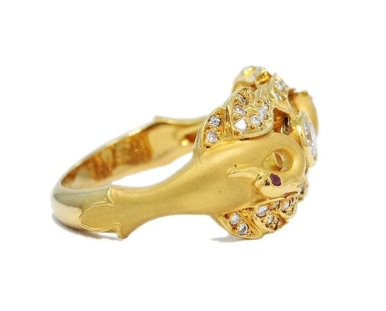 Carrera y Carrera Ruby Diamond Gold Double Swan Ring  In Excellent Condition For Sale In Naples, FL