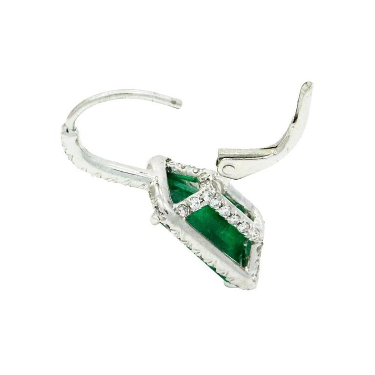 Emerald Diamond Platinum Earrings In Excellent Condition For Sale In Naples, FL