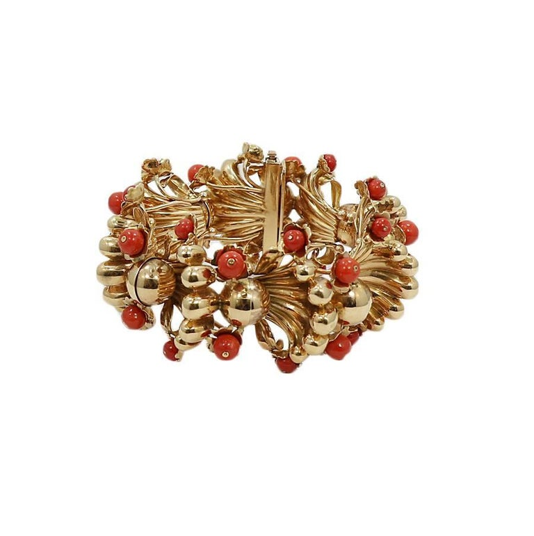 18k yellow gold and coral vintage freeform fashion bracelet. It measures 8 inches in length and weighs a total of 164.5 grams. The bracelet is in excellent condition.