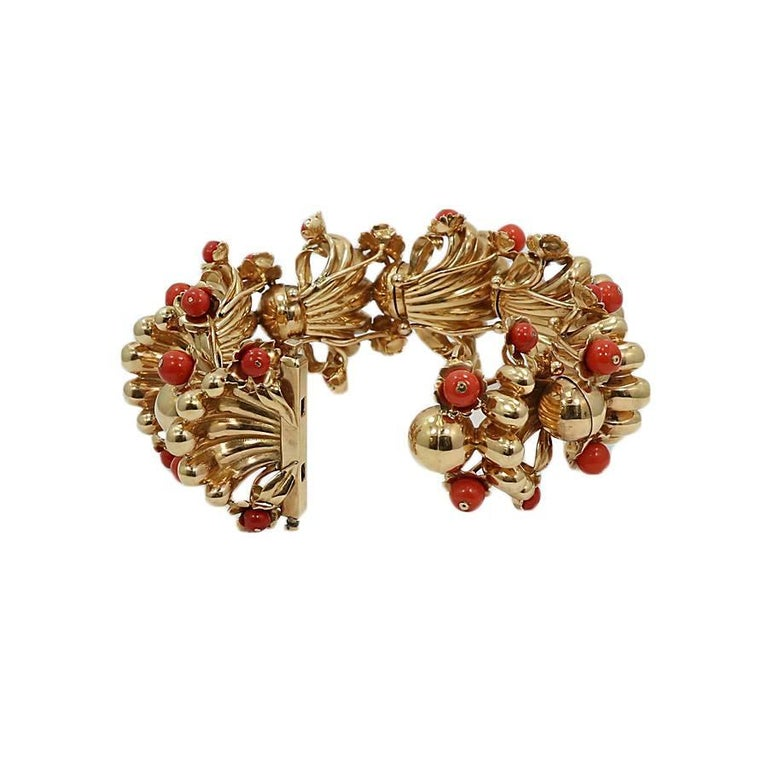 Coral Fashion Yellow Gold Bracelet In Excellent Condition For Sale In Naples, FL