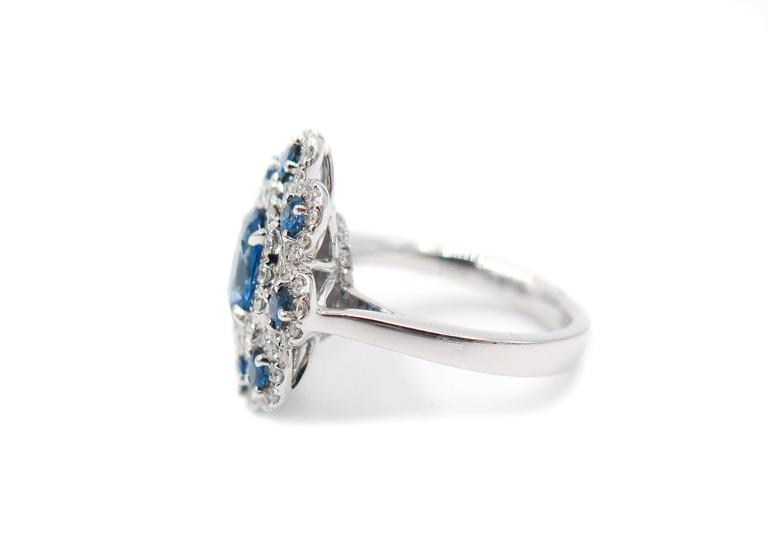 Sapphire Diamond Flower white gold Ring In As New Condition For Sale In Greenwich, CT
