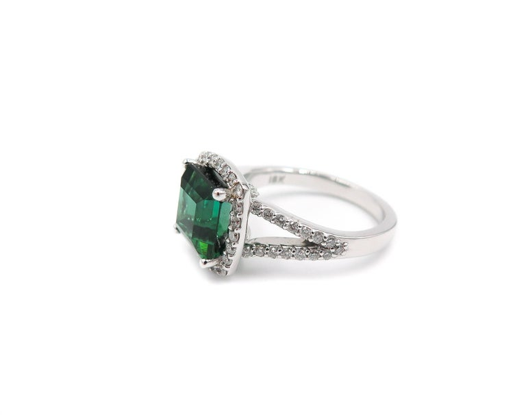 Green Tourmaline Diamond White Gold Ring In As new Condition For Sale In Greenwich, CT