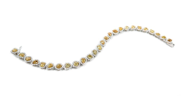 Today, as well as in the past, few are the designers that can develop and produce a bracelet of this caliber in house.  Starting from the careful selection of gorgeous yellow diamonds, the extraordinary ability to combine colors, manual techniques