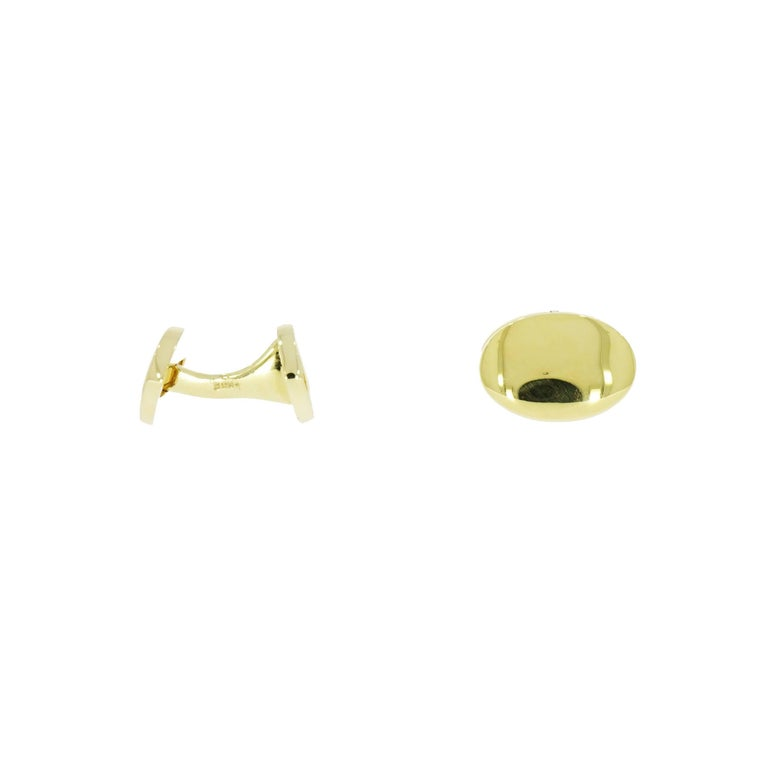 Cufflinks styles can varies as their wearers... Classic styles like this one can be personalize with family crest, monogram initials, even an image imprint. Meticulously crafted in 14k yellow gold, this solid double sided cufflinks weighs 27.37