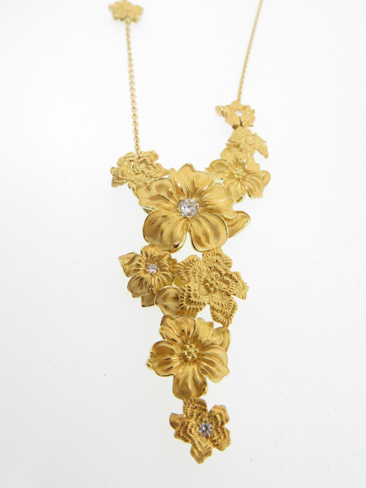 Emperatriz Diamond Gold Flower Motif Drop Necklace In As New Condition For Sale In Greenwich, CT