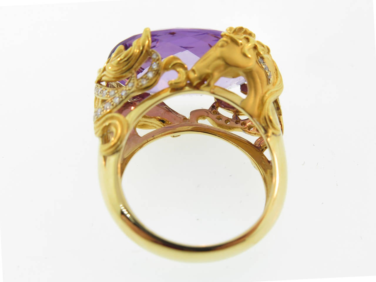 Ring in yellow gold, amethyst and diamonds. Horses have played an important role in classical art since pre-history. Manuel Carrera, master gold smith distills the power, beauty, and elegance of these magnificent animals into a golden tribute to the