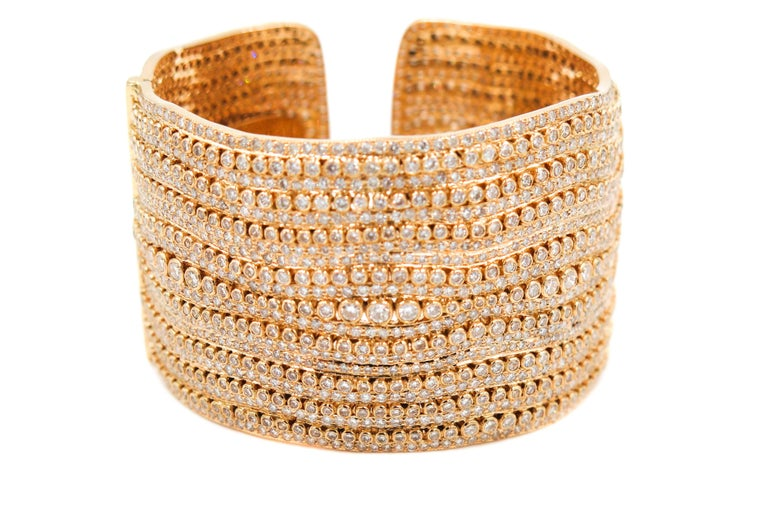 Inspired by the waves of the sea and the depths of the ocean, this cuff is addressed to the stylish woman. The soft weavings and structures cleverly created by our master craftsmen make this bracelet in gold and diamonds.... Classy with a bit of an