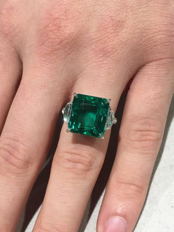 Modern GIA Certified Natural 11.60 Carat Colombian Emerald Platinum Ring For Sale