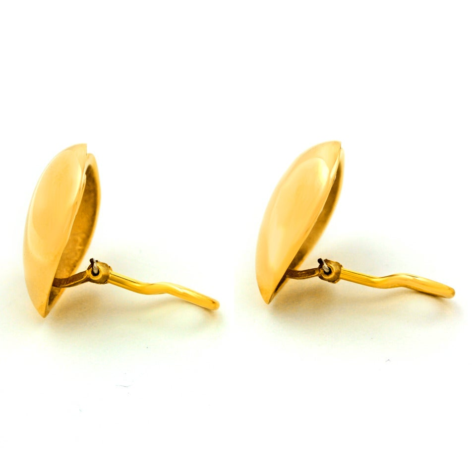 "Seventies Pop Art Polished Gold ""Heart"" Earrings 7"