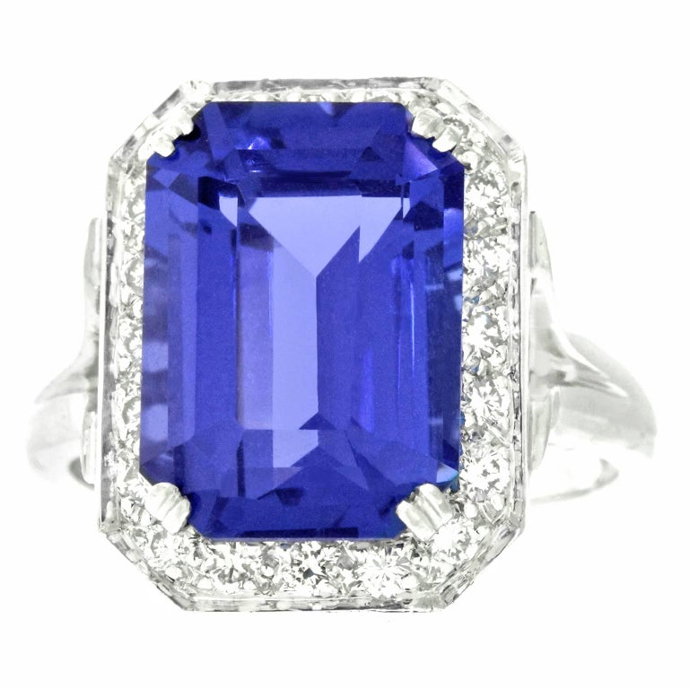 Gorgeous 7.0 Carat Tanzanite Diamond and White Gold Ring In Excellent Condition For Sale In Litchfield, CT