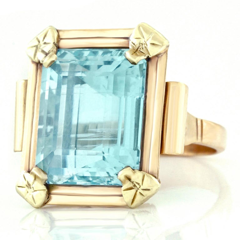 Art Deco 20.50 Carat Aquamarine Set Gold Ring In Excellent Condition For Sale In Litchfield, CT