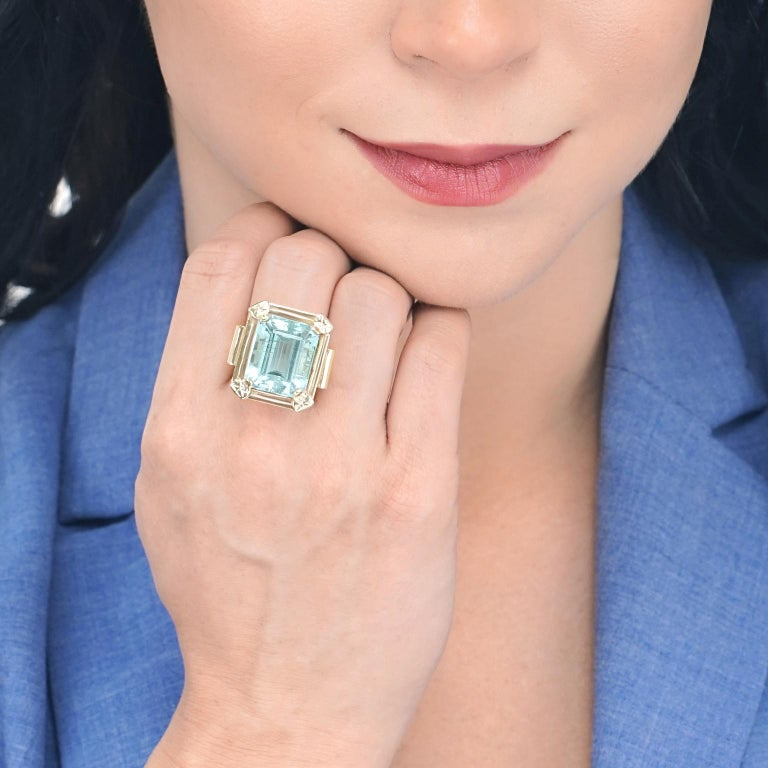 Women's Art Deco 20.50 Carat Aquamarine Set Gold Ring For Sale