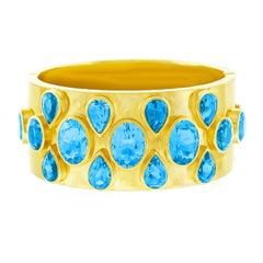 18 Karat Gold Fashion Bangle Set with Topaz