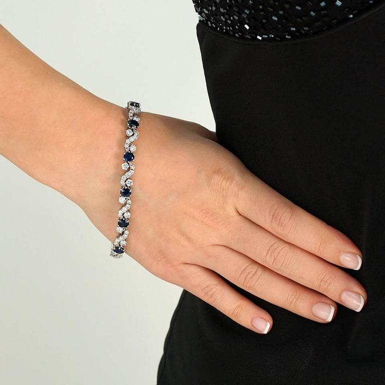 Women's or Men's Chic 1960s Sapphire and Diamond-set White Gold Bracelet For Sale